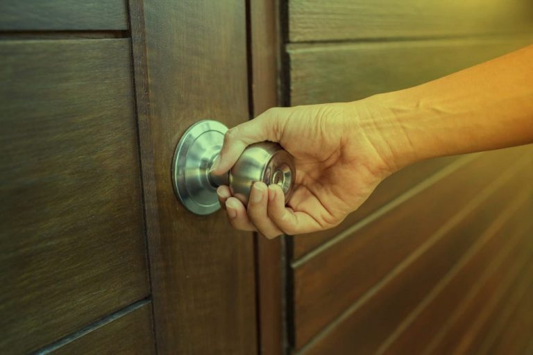 How to Open a Locked Door with a Knife without a Locksmith?