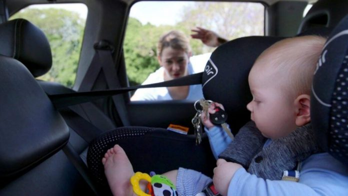 What to do if you see the baby locked in the car?